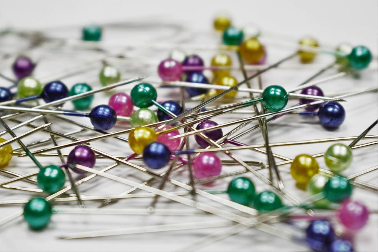 pins-1358849_1280