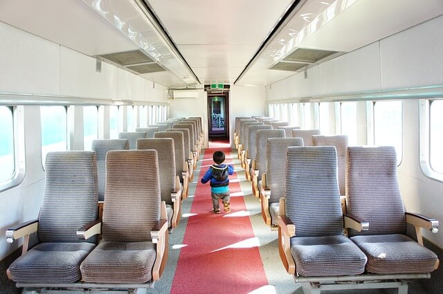electric-train-3980342_640
